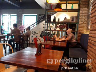 Foto 3 - Interior di Communal Coffee & Eatery oleh Prita Hayuning Dias