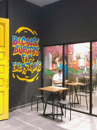 Foto 12 - Interior di FIX Burger oleh yudistira ishak abrar