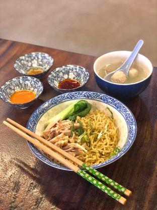 Foto 2 - Makanan(Bakmie Ayam Bakso) di Dopamie Noodle Bar oleh Fadhlur Rohman