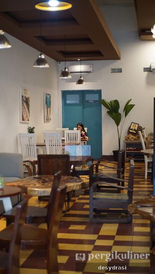 Foto 4 - Interior di Gedogan Coffee House oleh Desy Mustika