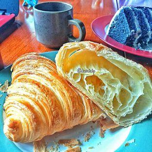 Foto 18 - Makanan(Croissant ) di Convivium oleh duocicip
