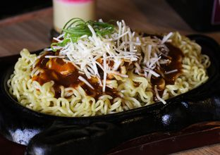 Foto review What's Up Cafe oleh Christine Lie #FoodCraverID 2