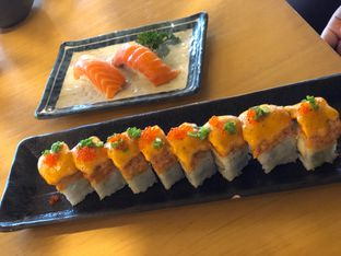 Foto 5 - Makanan(Salmon Mentai Roll) di Sushi Hiro oleh YSfoodspottings