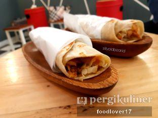 Foto 2 - Makanan di Emado's Shawarma oleh Sillyoldbear.id