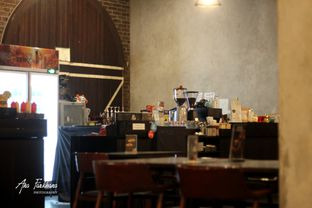 Foto 2 - Interior di Black Ground Cafe & Eatery oleh Ana Farkhana
