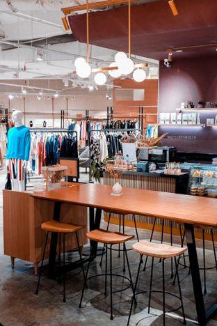 Foto 13 - Interior di 11:11 Coffee oleh Indra Mulia