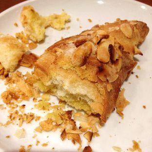Foto 1 - Makanan(Almond Croissant) di Caribou Coffee oleh Pengembara Rasa
