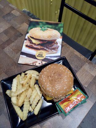 Foto 6 - Makanan di FIX Burger oleh Prido ZH
