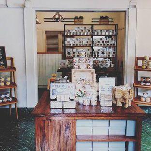 Foto 1 - Interior di Kuki Store & Cafe oleh Mona Ervita IG @momo.kuliner
