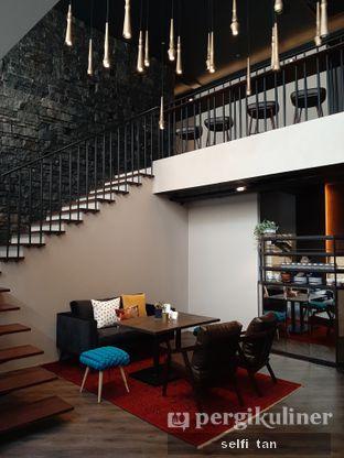 Foto 10 - Interior di The Front Room oleh Selfi Tan