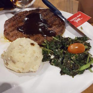 Foto 3 - Makanan di Steak Hotel by Holycow! oleh dian setianingrum