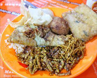 Foto 4 - Makanan di Nasi Uduk Bu Sum oleh Rendy Wijaya