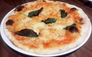 Foto 3 - Makanan(Pizza Margerita - Small (Part of Set Menu for 2) IDR 104,500 - Nett) di Popolamama oleh Rinni Kania