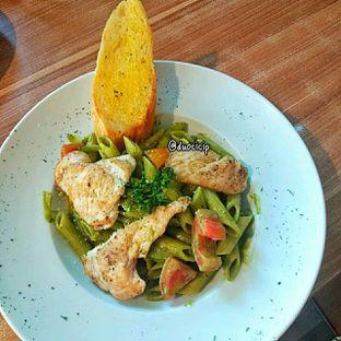 Foto 1 - Makanan(Pesto Chicken) di B'Steak Grill & Pancake oleh duocicip