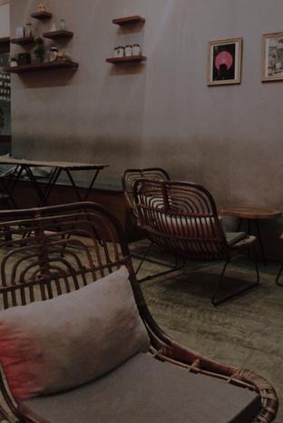 Foto 4 - Interior di Makmur Jaya Coffee Roaster oleh @qluvfood