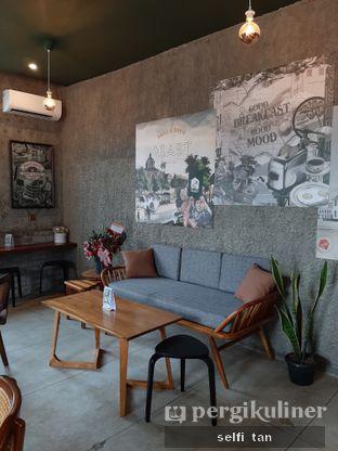 Foto 7 - Interior di Roast Coffee oleh Selfi Tan