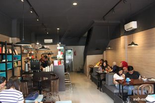 Foto 12 - Interior di Dailydose Coffee & Eatery oleh Kevin Leonardi @makancengli
