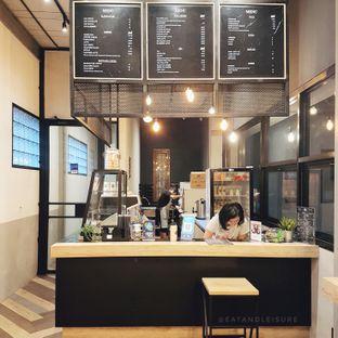 Foto 2 - Interior di 88 Garage Cafe oleh Eat and Leisure