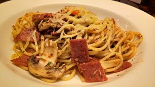 Foto 1 - Makanan(Spaghetti Aglio Olio With Smoked Beef) di The Kitchen by Pizza Hut oleh Komentator Isenk