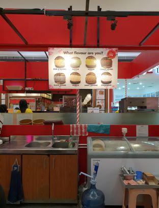 Foto 2 - Interior di Hokkaido Icecream Puff oleh Ken @bigtummy_culinary