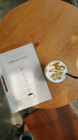 Foto 2 - Makanan(Ice green tea salted caramel) di Threelogy Coffee oleh Tifany F