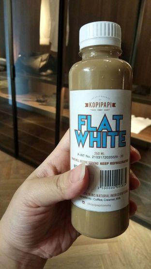 Foto - Makanan(Flat White) di Kopipapi Coffee oleh YSfoodspottings
