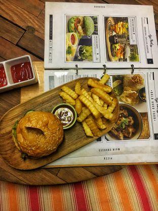 Foto 2 - Makanan(Cheese Burger) di The Parlor oleh Fadhlur Rohman