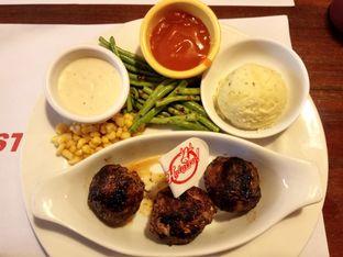 Foto 3 - Makanan di Holycow! STEAKHOUSE by Chef Afit oleh L