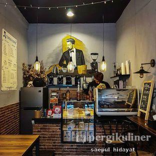 Foto 1 - Interior di Tuxedo Coffee oleh Saepul Hidayat
