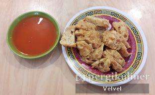 Foto 3 - Makanan(Bakso Goreng) di Bakmi A6 oleh Velvel