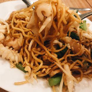 Foto 3 - Makanan(Bakmi Goreng Seafood) di Ta Wan oleh Della Ayu