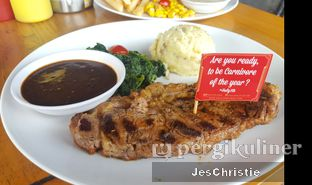 Foto 5 - Makanan(Midfield Sirloin) di Steak Hotel by Holycow! oleh JC Wen