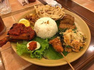 Foto review Bon Ami Restaurant & Bakery oleh Vising Lie 2
