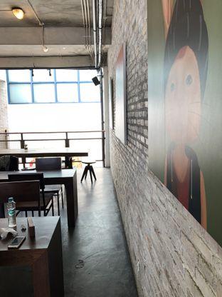 Foto 4 - Interior di Koultoura Coffee oleh @Sibungbung