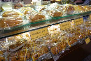 Foto 4 - Makanan di Michelle Bakery oleh iminggie