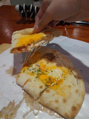 Foto 2 - Makanan di Master Cheese Pizza oleh Makan2 TV Food & Travel