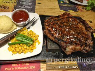 Foto 3 - Makanan(Tomahawk 500gr) di Street Steak oleh Chibiy Chibiy