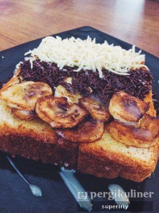 Foto 1 - Makanan(roti bakar piscokju) di Eat Boss oleh @supeririy