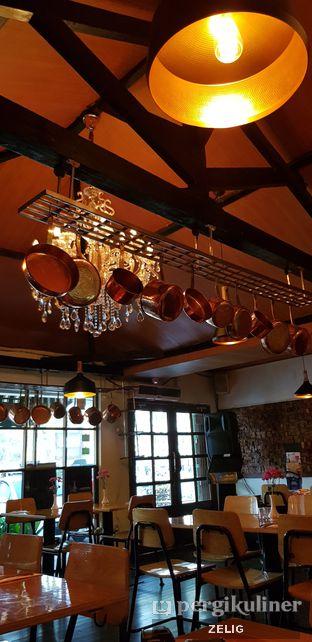 Foto 4 - Interior di Expatriate Restaurant oleh @teddyzelig