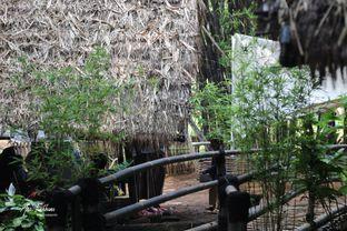 Foto 1 - Interior di Kebon Awi Kaffee oleh Ana Farkhana