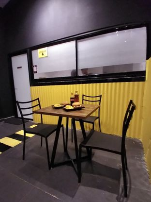 Foto 2 - Interior di FIX Burger oleh Prido ZH