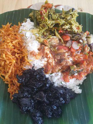 Foto 2 - Makanan di Nasi Pedas Bali Made oleh Duolaparr