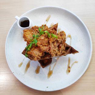 Foto 1 - Makanan(Crispy Chicken and Waffles) di Common Grounds oleh melisa_10