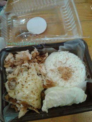 Foto 1 - Makanan di Gerobak Ayam Geprek oleh Resy Alifiyanti