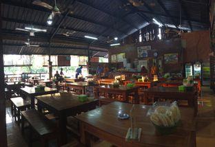 Foto 6 - Interior di Bebek Goreng Harissa oleh Rinarinatok