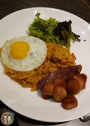 Foto 2 - Makanan(Aromatique Fried Rice Sausage & Smoked Beef) di Beatrice Quarters oleh Jenny (@cici.adek.kuliner)